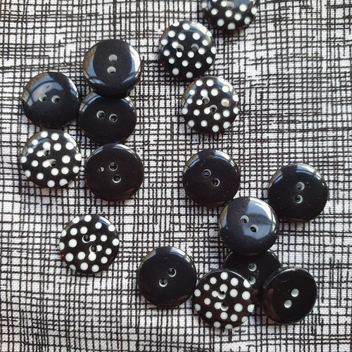 Spotty Button 12mm in Black
