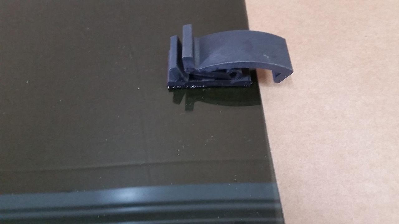 99-06 Chevy Silverado GMC Sierra CENTER sliding rear window back glass slider