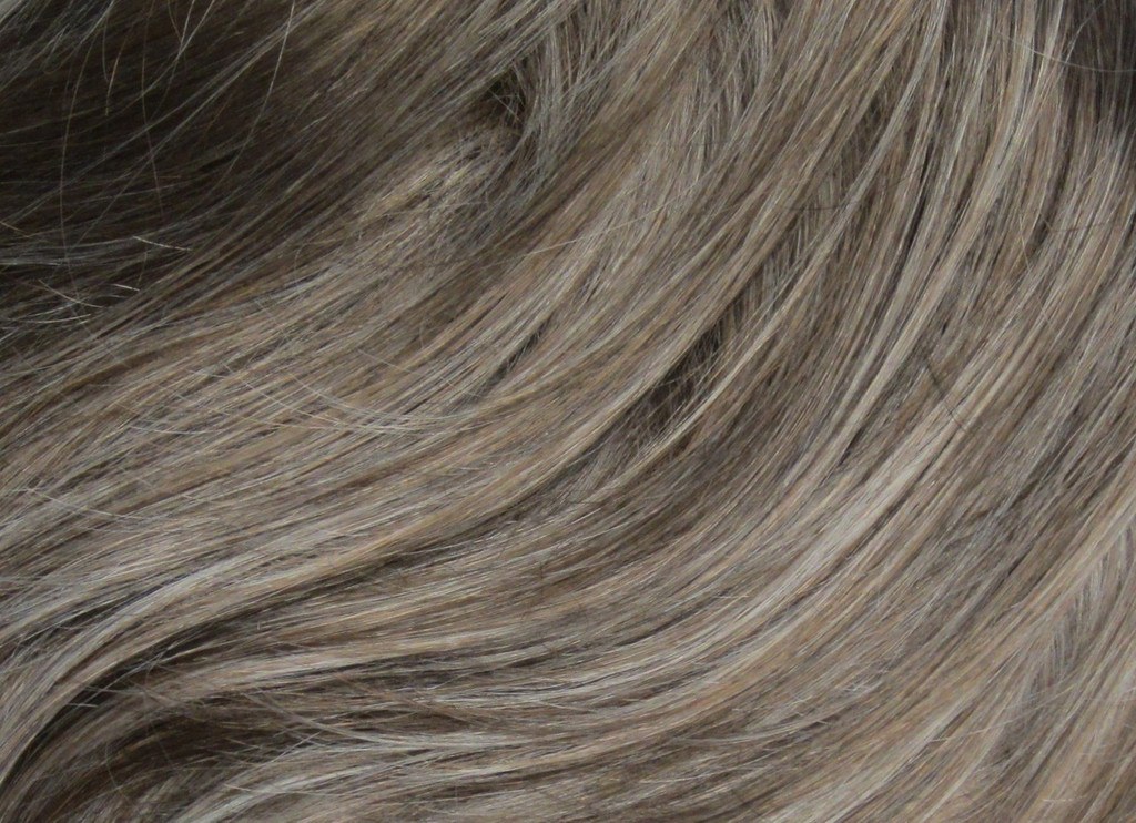 Frosted Taupe / Ultra Petite Vivian / Short Wig