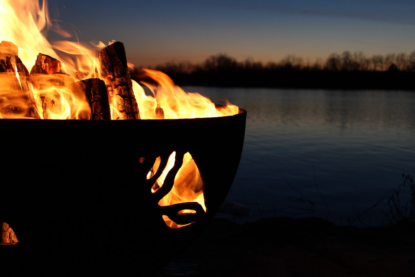 5 Reasons to Choose a Wood Burning Fire Pit