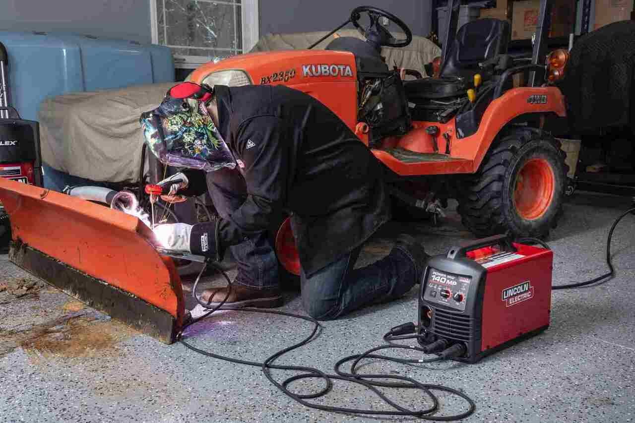 Lincoln Electric Lincoln Electric Power MIG 140 MP MIG Welder Reconditioned - U4498-1