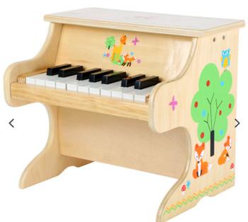 Little piano fox