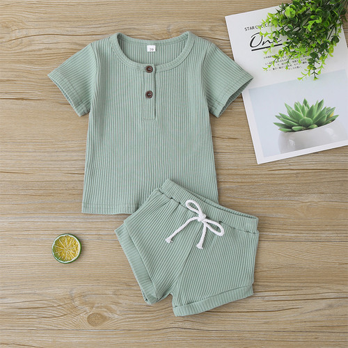 baby gender neutral summer outfit