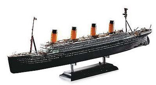 Academy #14220 1/700 R.M.S Titanic with L.E.D Light Set