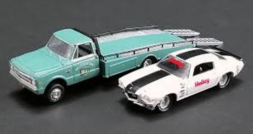 Acme #51247 1/64 1967 Chevy Ramp Truck w/ 1971 chevy Camaro Z28