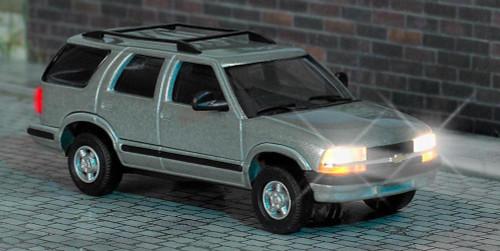 Busch #5658 HO Chevrolet Blazer SUV w/Working Headlights & Taillights - 14-16V AC/DC