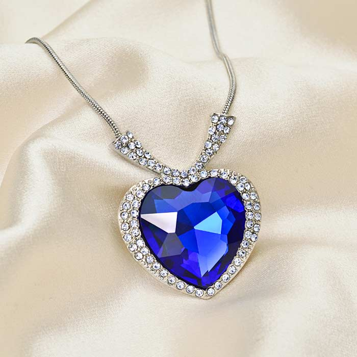 Blue Heart Neck in pouch