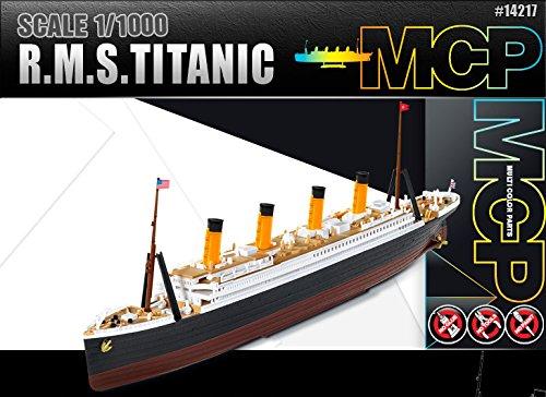 R.M.S TITANIC 1:1000 MODEL KIT