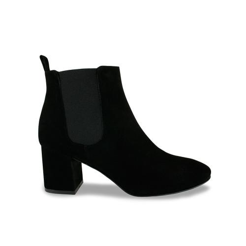 Mariella: Black Velvet