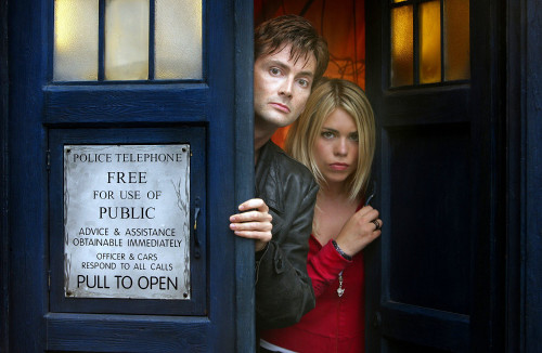 Doctor Who: 17 x 11 Inch Print - The 10th Doctor (David Tennat) with Rose Tyler (Billie Piper)