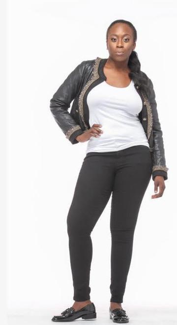 Shekinah M. Height 5'9 Bust 37 Waist 29 Hips 41