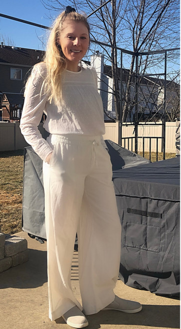 """Store Item #81942986 Women's Mid-Rise Relaxed Fit Pants """"I am 5'6"""" and I wear a 34C bra size. I am 27"""" at the waist and 37"""" around the hips. These pants are adorable! I really like the style and the fit is perfect. They're great for a day out shopping or at brunch or at the beach. They are super comfortable and the material is perfect thickness. This item has pockets. I received an incentive to write this review. But this is my honest review. Hope it helps!"""" Shop this item at https://www.target.com/"""