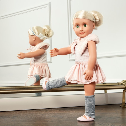 Contents: 1 doll, 1 headband, 1 ballet dress, 1 capelet, 1 pair of leg warmers, 1 pair of undies and 1 pair of ballet shoes Fashionable and Fun 46 cm Doll