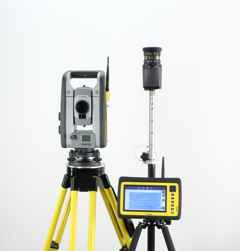 "RENTAL: Trimble RTS633 3""/2"" DR Robotic Total Station Kit w/ Yuma 2 Field Link, MT1000"