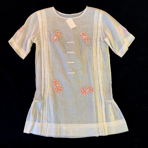 1920's Flower Applique Pin Tuck Short Sleeve Top