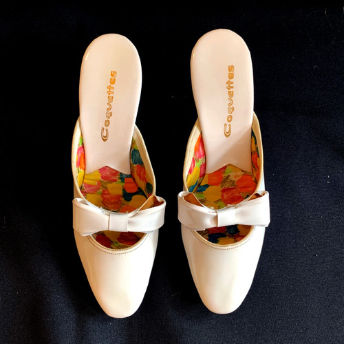 Coquettes 1960s Bow Front Patent Leather Kitten Heel Mules In White