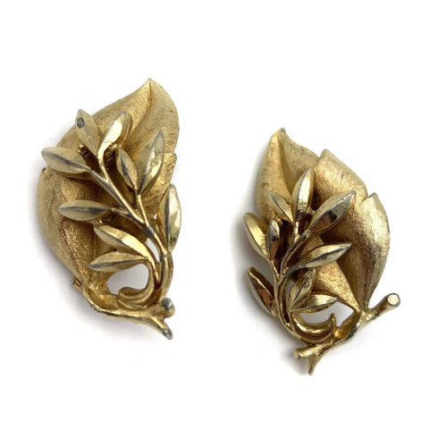 1970s - 80s Sarah Coventry Regal Gold Leaf Clip On Earrings