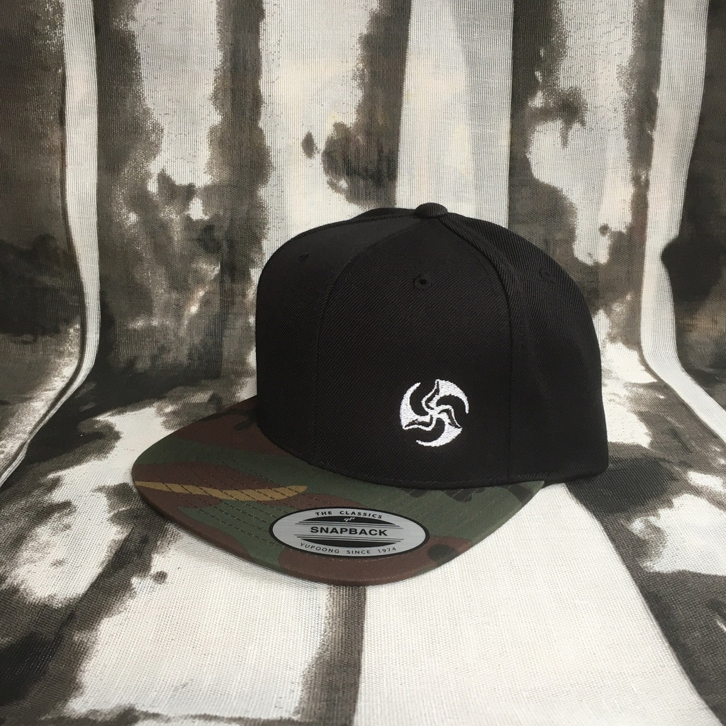 Two Tone Snap Back black and camouflage