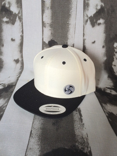 White Crown | Black Brim