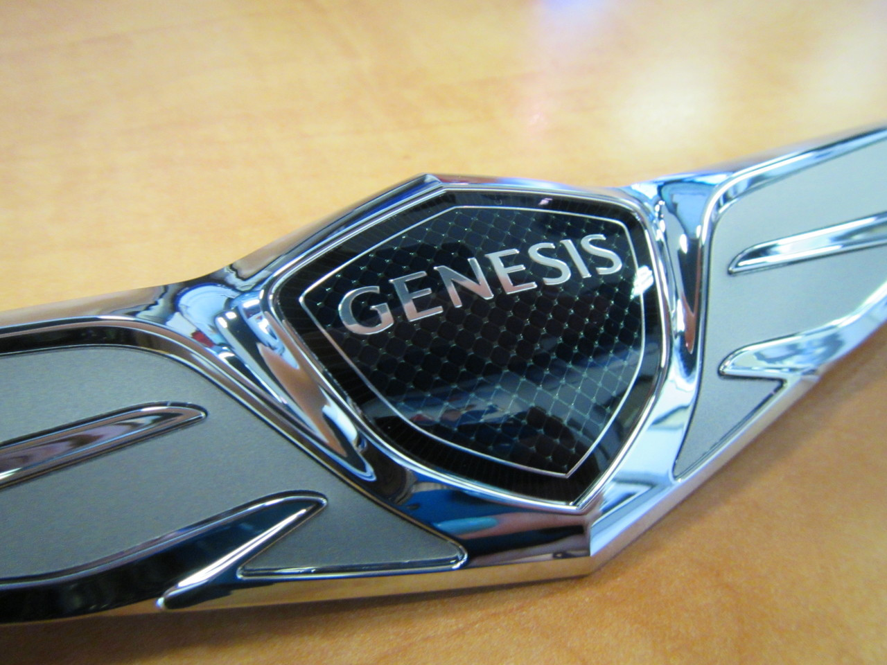 Genuine OEM Wing Logo Front Rear Emblem Fits: HYUNDAI Genesis 2017+ G80 Sedan