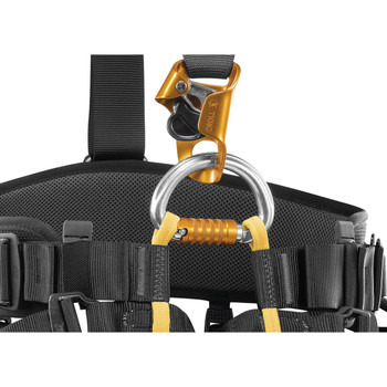 Two-part ventral attachment point, fastened with an OMNI carabiner, allows connection of a CROLL ventral rope clamp.  The low position of the rope clamp makes it more efficient during rope ascents.