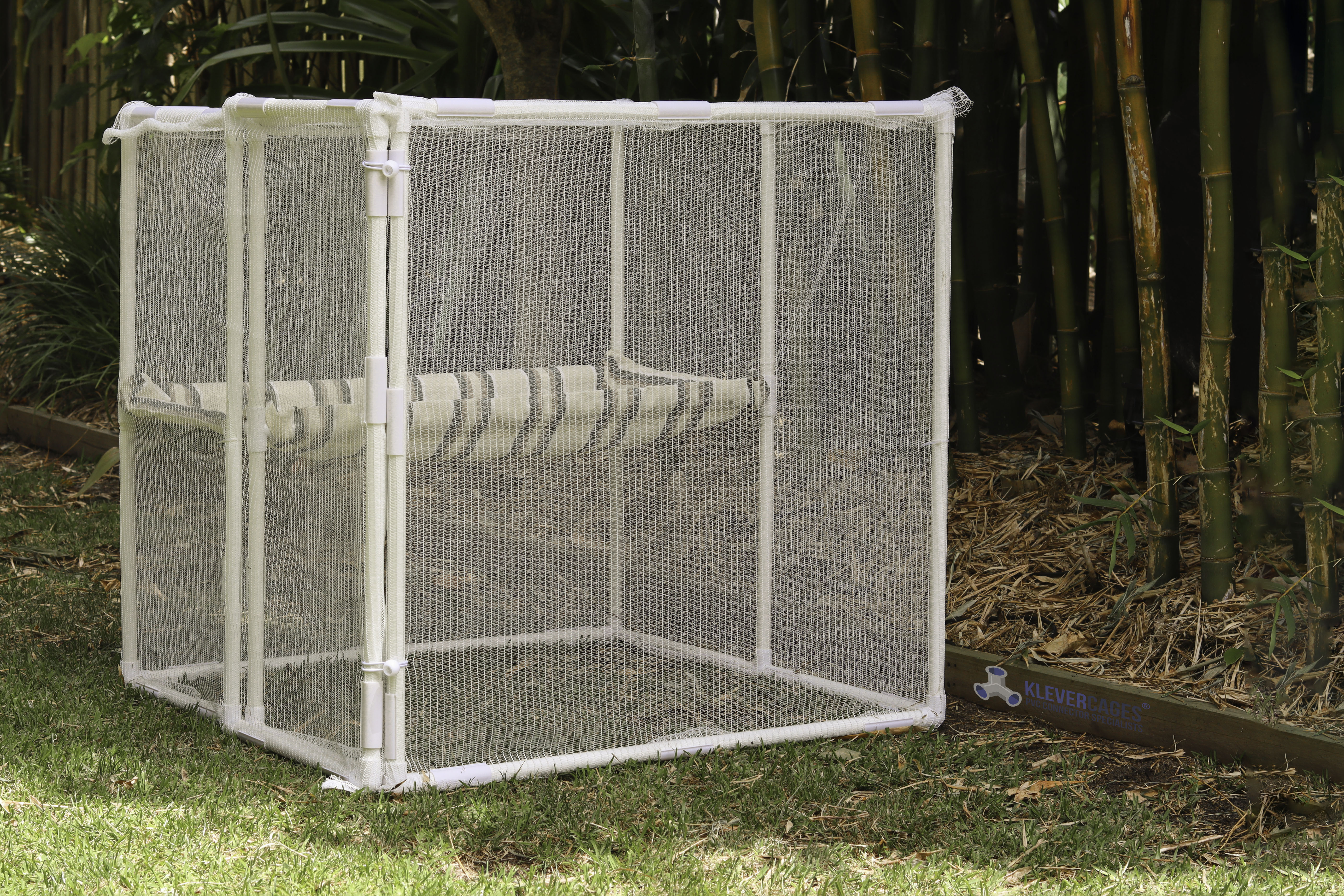 low-side-angle-of-cat-enlosure-1m2-klever-cages-.jpg