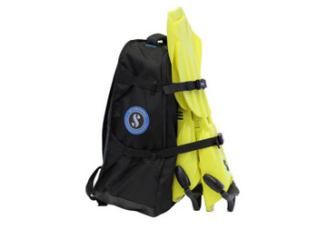 Compact backpack allows for easy travel with your dive kit