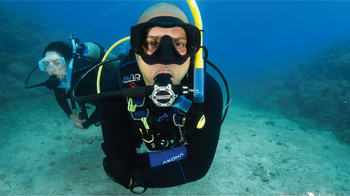 Sherwood SR2 Regulator Set underwater
