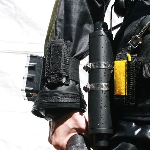 Shows Wrist Mount attached to dive computer & Webbing Mount on BCD waist band