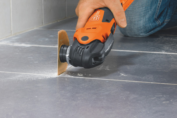 Fein CORDLESS MULTIMASTER AMM 300 PLUS START cutting concrete floor
