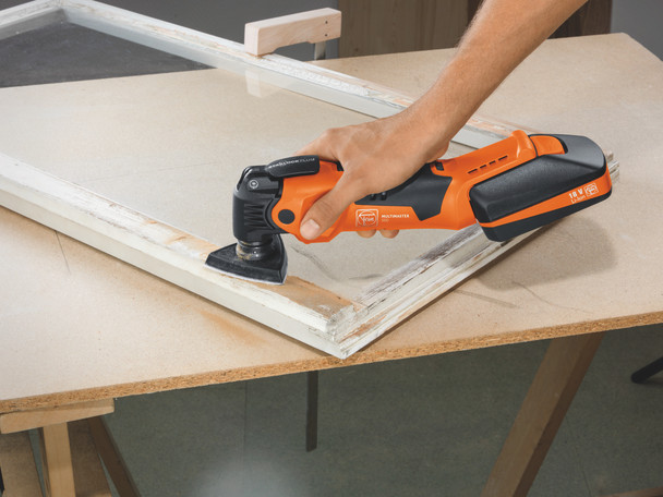 Fein Cordless MultiMaster AMM 500 Plus Top removing paint from window frame