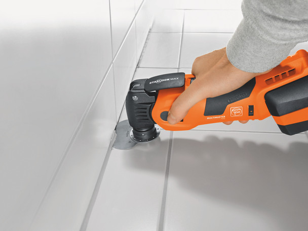 Fein cordless multimaster AMM 700 max top removing the caulking from a tile floor