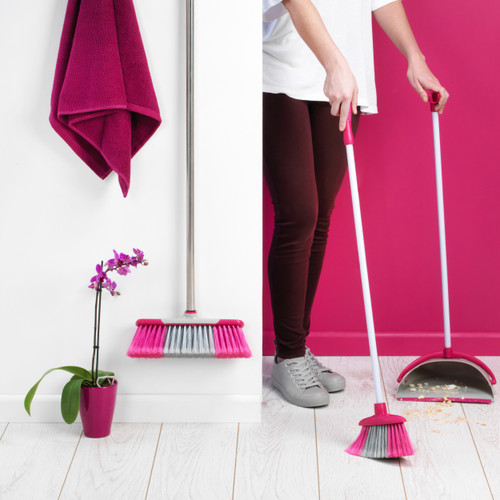 Kleeneze Self-Standing Dustpan And Broom Set   Aluminium   White/Pink
