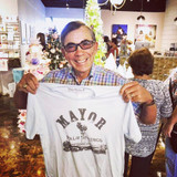Mayor of Palm Springs  takes a liking to our Mayor of Palm Springs T