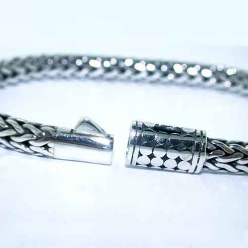 clasp bracelet mesh