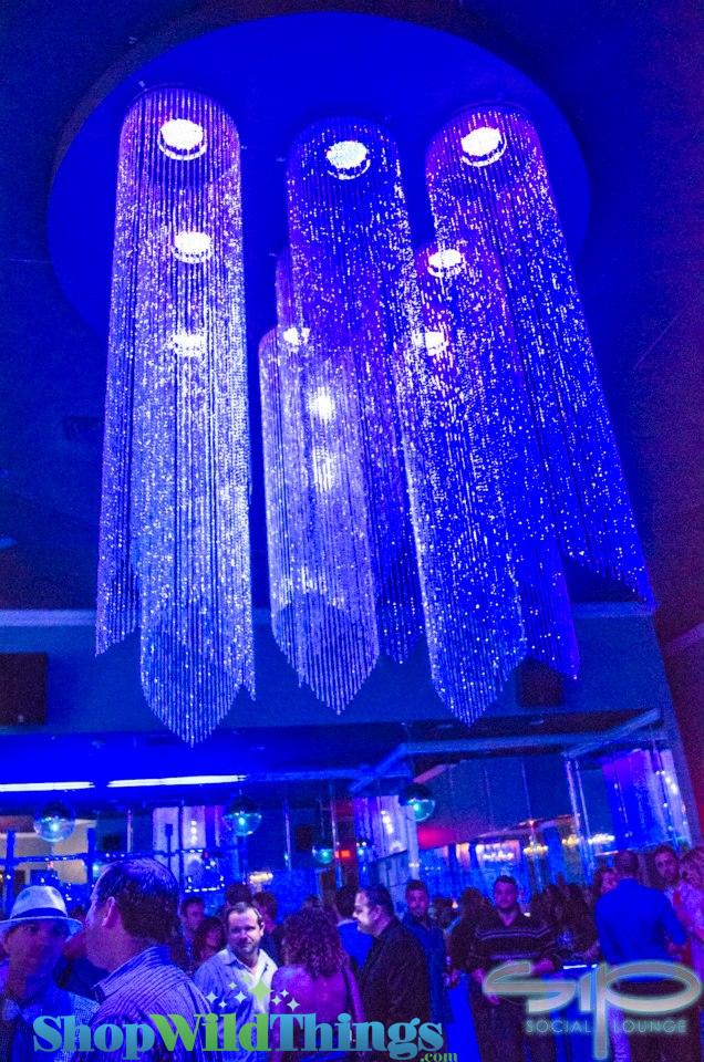 Social Lounge - Diamond Crystal Columns