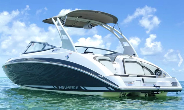 Yamaha 242 Limited Jet Boat
