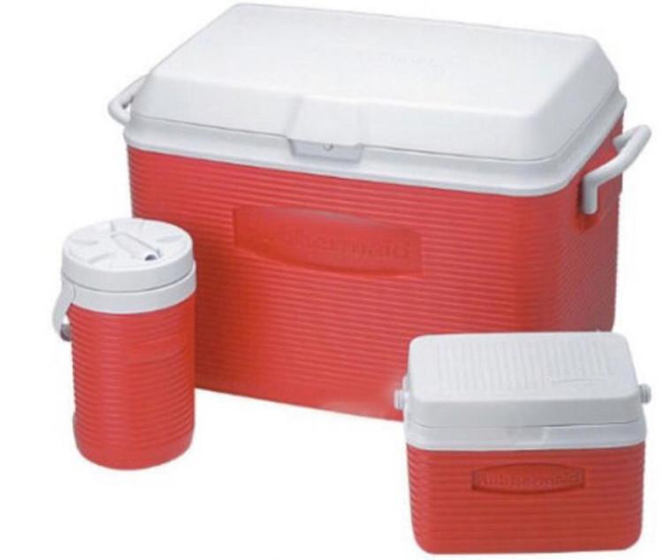 Rubbermaid cooler and jug set