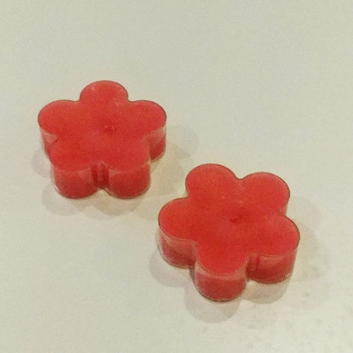 Specialty t-lights in the shape of flowers (2 per package) Red