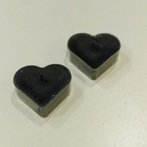 Specialty t-lights in the shape of hearts (2 per package) Black