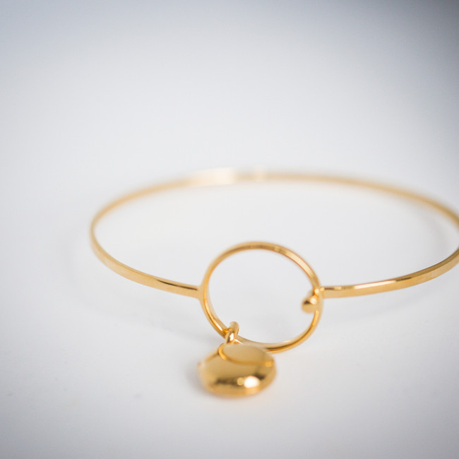 bracelet with locket, gold, holds photo, water-safe