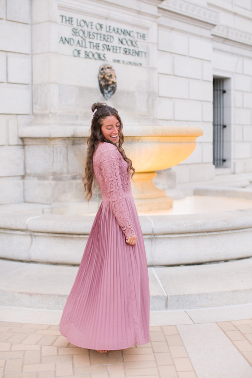 Stroll at the Manor Dress (Mauve)
