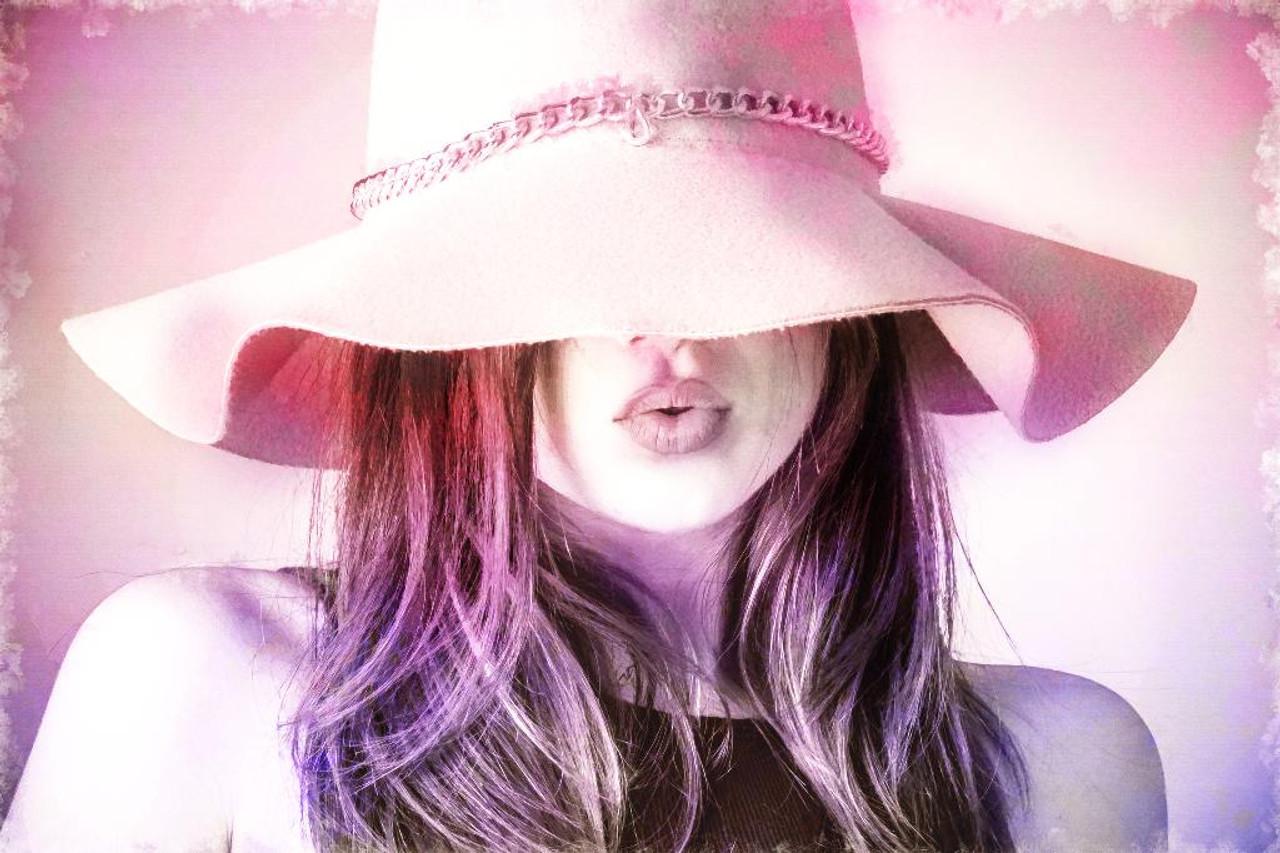 Shop Lady With Hat (PRT 1143) - Canvas Art Print - 32in X 21in Canvas Art  Print Online 476597d6d13