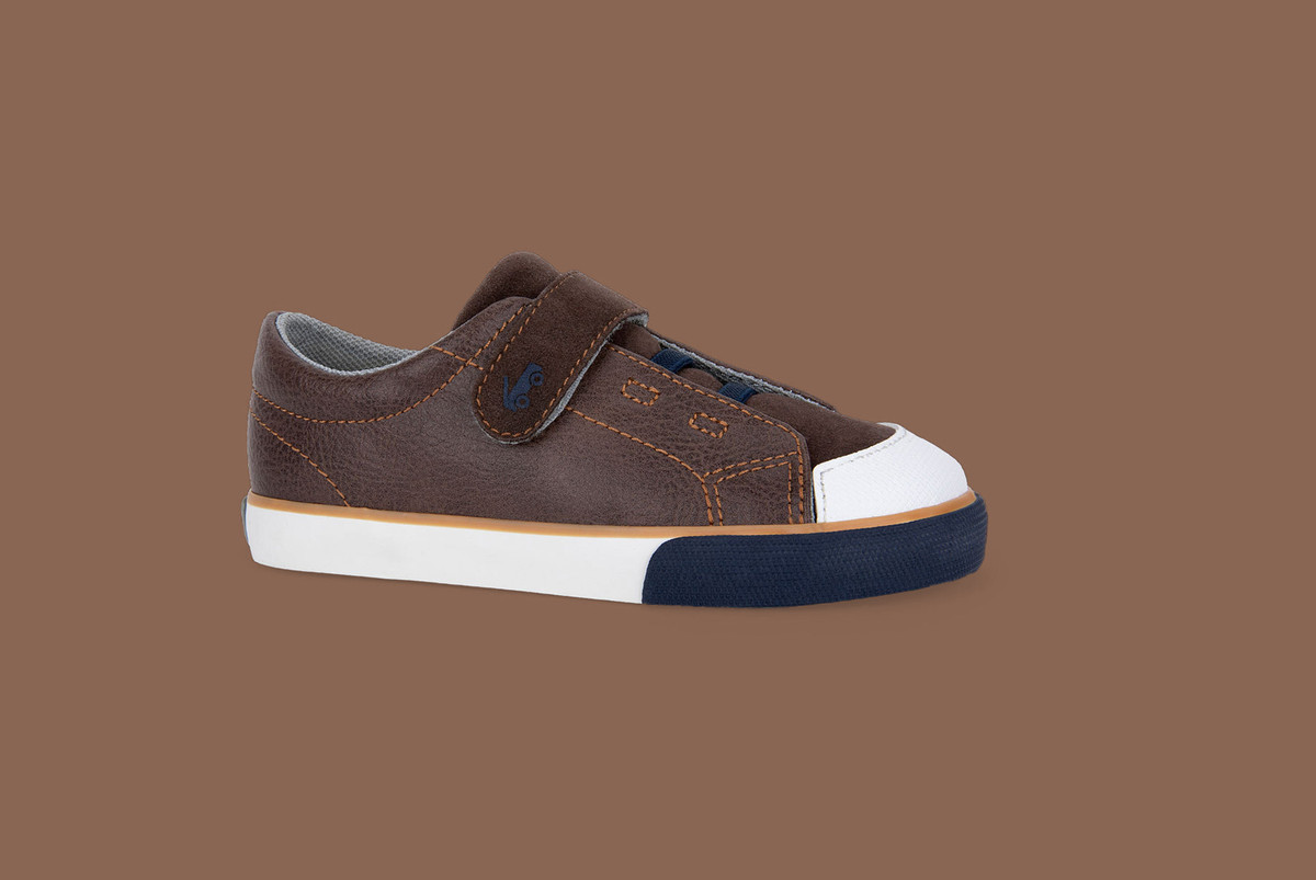 Right Side view of the Monterey Brown shoe