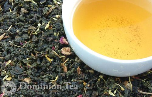 Strawberry Oolong tea and liquor