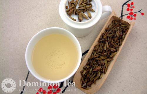 Snow Shan White Tea Dry Leaf and Liquor