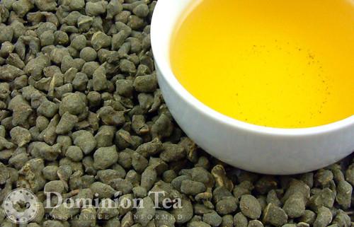 Ginseng Oolong Tea Dry Leaf and Liquor