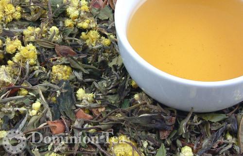 Asian Pear & Spice White Tea Dry Leaf and Liquor