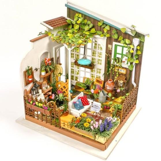 DIY Miller's Garden House