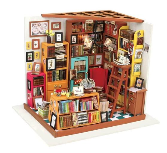 DIY Sam's Study House